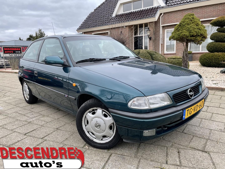 Opel Astra 1.6i-16v sport 38445km