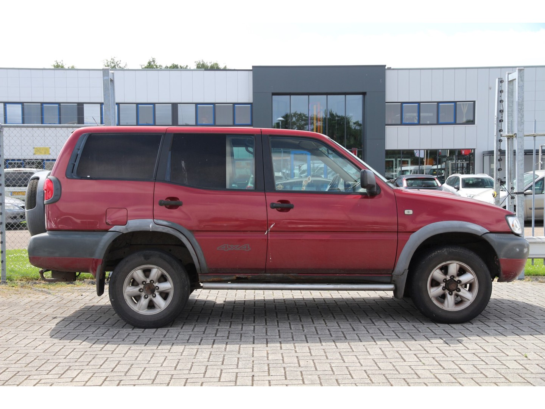 Nissan Terrano Ll 2.7 tdi 125pk * géén apk * handel of export * veel roestvorming..