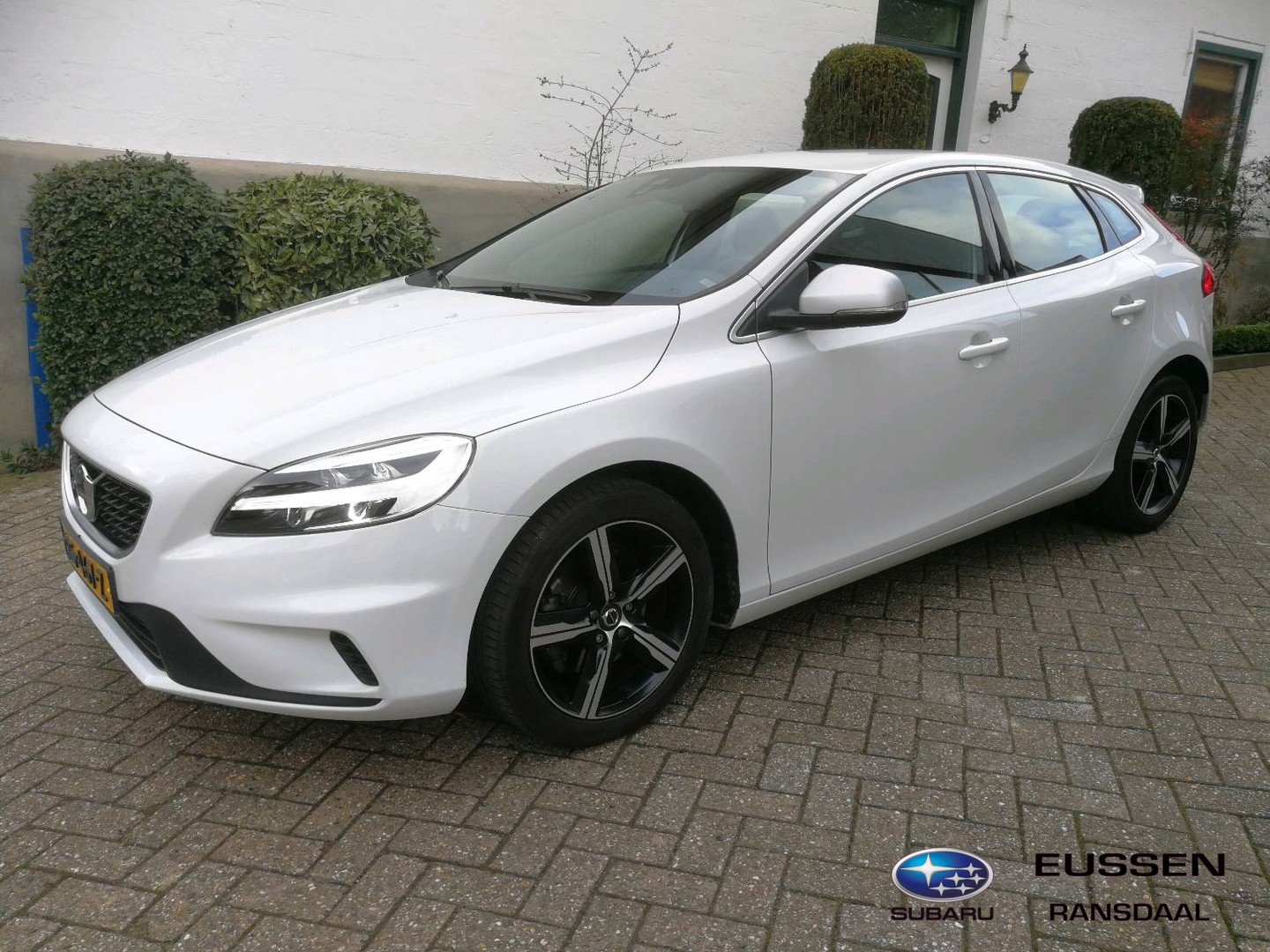 Volvo V40 2.0 t4 business sport r-design 1 ste eigen. / dealeronderhouden